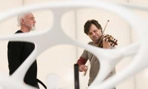 With design genius Ross Lovegrove, in his studio: Foto Andreas Kornor