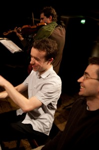 Roderick Chadwick rehearsing his 'Duo 2' with  composer/violinist Mihailo Trandafilovski (right) and Peter Sheppard Skaerved, at Wiltons. May 2009