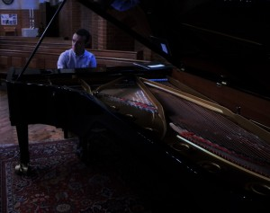 Roderick Chadwick plays Messiaen & Jeremy Dale Roberts. Steinway D, St George's Headstone 30 10 15